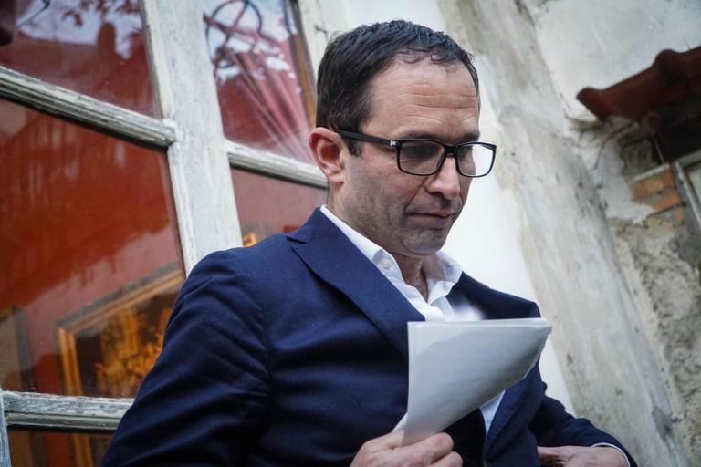 Δήμαρχος Νάπολης: Διαμαρτυρήθηκε για υποβρύχιο που πέρασε από το λιμάνι και χρησιμοποιήθηκε στην Συρία | Newsit.gr