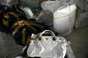 Στη «φάκα» τέσσερα άτομα που πουλούσαν «μαϊμού» προϊόντα μέσω ίντερνετ