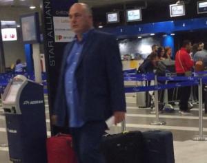 Βόλος: Περιπέτεια στο αεροδρόμιο για τον Αχιλλέα Μπέο – Απρόοπτο με τις βαλίτσες στο χέρι!