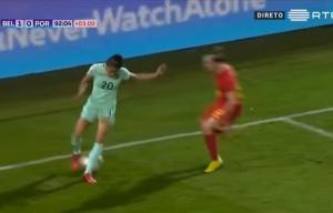 """Κρατηθείτε! """"Άρρωστη"""" ντρίπλα σε ποδοσφαιρικό αγώνα γυναικών [vid]"""