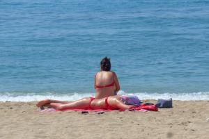 Καιρός: Άλλοι παραλία, άλλοι ομπρέλα – Καλοκαιρινές θερμοκρασίες και την Κυριακή