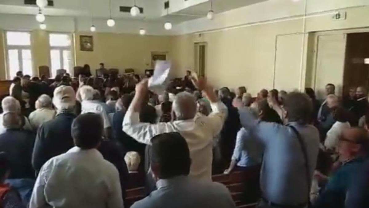 Ένταση στο δικαστικό μέγαρο Ηρακλείου [vid] | Newsit.gr