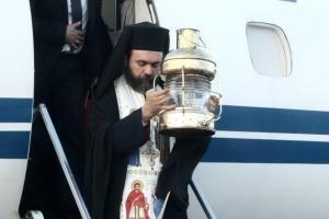 Άγιο Φως: Πώς θα μεταφερθεί σε όλη την Ελλάδα