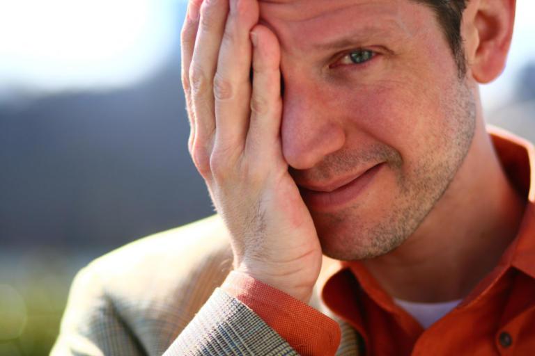 Αλλεργίες στα μάτια: Τι να κάνετε για την φαγούρα, το κοκκίνισμα και τα δάκρυα