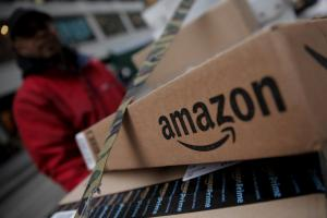 Η Amazon αποζημίωσε την Ελίζαμπεθ Χάρλεϊ