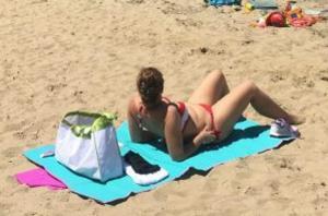 Χανιά: Έκανε ηλιοθεραπεία και έβλεπε πράγματα περίεργα – Εκπλήξεις για όλους στην παραλία [pics]