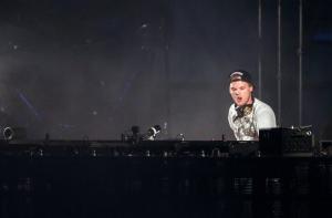 Σοκ: Πέθανε ξαφνικά ο Dj Avicii
