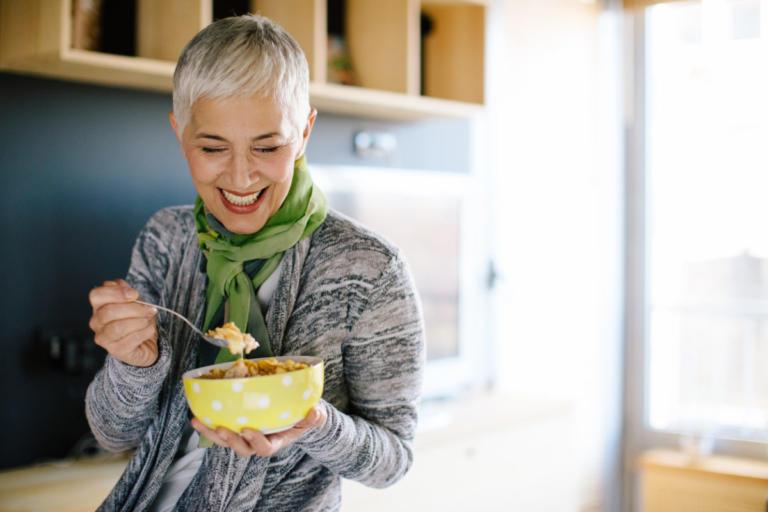 Εμμηνόπαυση: 6 διατροφικές αλλαγές για να μην πάρετε κιλά μετά τα 40 | Newsit.gr