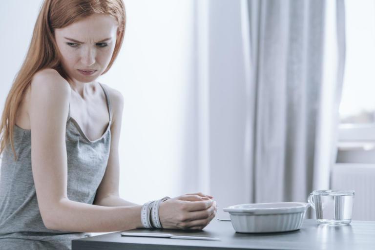 """Διατροφικές διαταραχές: 10 """"λεπτεπίλεπτα"""" σημάδια ότι κάποιος έχει πρόβλημα"""