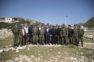 Υπόκλιση Τσίπρα στο μνημείο της Κυράς της Ρω