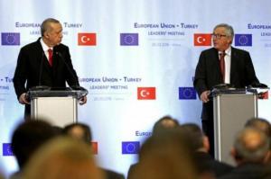 Η Κομισιόν «προειδοποιεί» την Τουρκία για την προκλητικότητα στο Αιγαίο και τους Έλληνες στρατιωτικούς