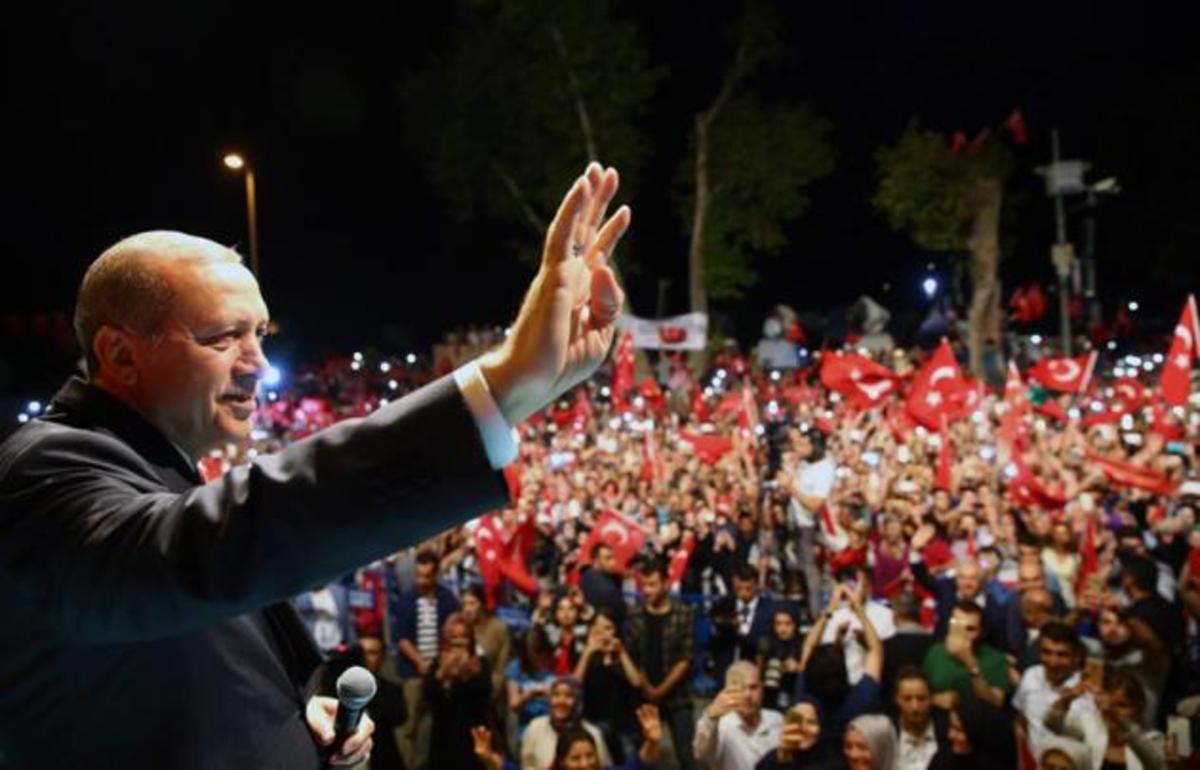 Die Zeit: Ανίκητος ο Ερντογάν | Newsit.gr