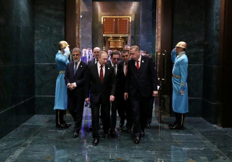 Πιο επιδειξιομανής… πεθαίνεις! Ο Ερντογάν ξενάγησε τον «κολλητό» Πούτιν στο παλάτι του | Newsit.gr