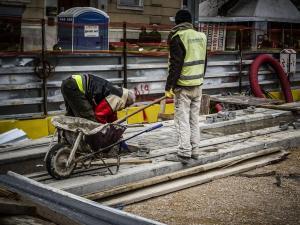 ΟΟΣΑ: Η υπερφορολόγηση έχει «γονατίσει» τους μισθωτούς στην Ελλάδα