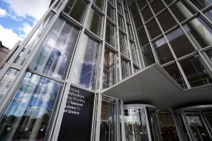 Η Εθνική Βιβλιοθήκη ανοίγει ξανά την «αγκαλιά» της [pics]