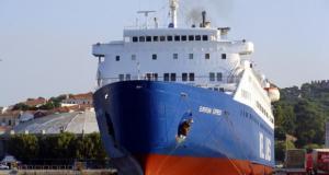 «Μπάταρε» πλοίο μέσα στο ναυπηγείο του Περάματος
