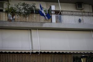 Γιώργος Μπαλταδώρος: Η γαλανόλευκη στο μπαλκόνι του σπιτιού του