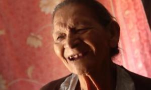 Τριτο… τέταρτη εφηβεία! 96χρονη μπήκε στο Λύκειο και αποθεώθηκε! [vid, pics]