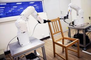 Μπορεί ένα ρομπότ να συναρμολογήσει πιο γρήγορα μια καρέκλα ΙΚΕΑ; [vid]