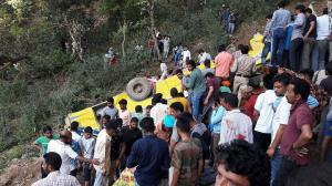 Τραγωδία στην Ινδία! 27 παιδιά νεκρά από πτώση λεωφορείου σε γκρεμό