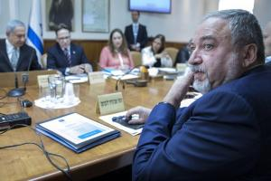 Ισραηλινός υπουργός Άμυνας: Όλοι στην Γάζα συνδέονται με την Χαμάς – Στους 30 οι νεκροί Παλαιστίνιοι