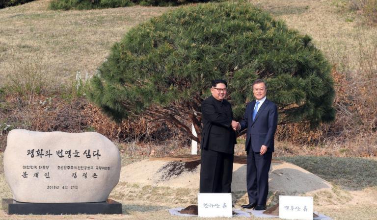 Ιστορικές στιγμές! Ειρήνη χωρίς πυρηνικά για Νότια και Βόρεια Κορέα | Newsit.gr