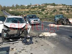 Κρήτη: «Σμπαράλια» δύο αυτοκίνητα στην Παλιά Εθνική Οδό προς Ανάληψη Χερσονήσου