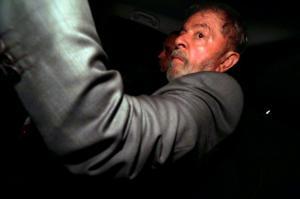 Βραζιλία: Στη φυλακή ο Λούλα