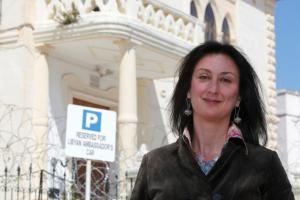 Ντάφνι Καρουάνα Γκαλίτσια: 45 δημοσιογράφοι συνεχίζουν την έρευνα της Μαλτέζας που δολοφονήθηκε