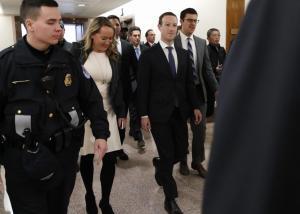 Κουστουμάτος ο Ζάκερμπεργκ στο Κογκρέσο – Πως υπερασπίστηκε το Facebook