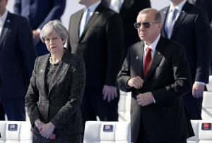 Τηλεφωνική επικοινωνία Μέι – Ερντογάν μετά τους βομβαρδισμούς στην Συρία!
