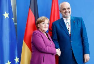 Στήριξη της Μέρκελ στην Αλβανία για τις ενταξιακές διαπραγματεύσεις