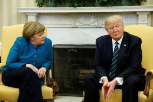 Το Βερολίνο πιστεύει ότι ο Τραμπ θα επιβάλει δασμούς στην ΕΕ