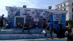 Μυτιλήνη: Συνεχίζεται η κατάληψη της πλατείας Σαπφούς από πρόσφυγες και μετανάστες!