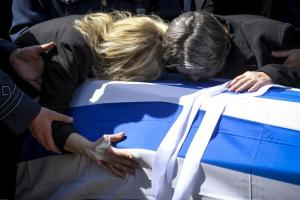 Ράγισαν καρδιές στην κηδεία του Γιώργου Μπαλταδώρου