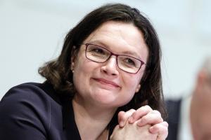 Γερμανία: Τέλος εποχής για τον Σούλτς – Νέα πρόεδρος των Σοσιαλδημοκρατών η Αντρέα Νάλες [pics]