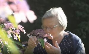 Η γυναίκα που μπορεί να μυρίσει τη νόσο του Πάρκινσον