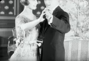 Ζώνη προστασίας της δεκαετίας του '20 για να μην έρχονται κοντά τα ζευγάρια όταν χορεύουν