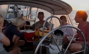 Οικογένεια ζει εδώ και 9 χρόνια σε σκάφος και γυρίζει τον κόσμο
