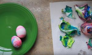 Πάσχα 2018: Φανταστικό βάψιμο αυγών με κρέμα ξυρίσματος!