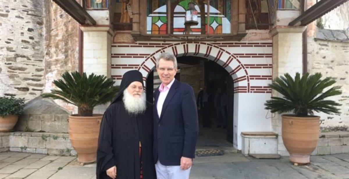 Στη Μονή Βατοπεδίου ο Τζέφρι Πάιατ – Ενθουσιασμένος με την επίσκεψη του [pics] | Newsit.gr
