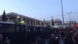 Συλλαλητήριο του ΠΑΜΕ για τον πόλεμο στην Συρία – Πέταξαν αυγά στα γραφεία της Κομισιόν [pics]