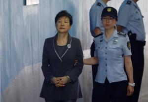 24 χρόνια φυλακή στην πρώην πρόεδρο της Νότιας Κορέας