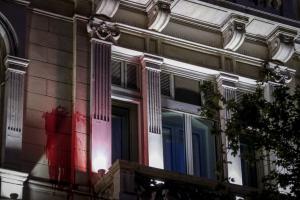 """Ρουβίκωνας: Οι κάμερες """"έδειξαν"""" ηγετικό του στέλεχος στην επίθεση στη γαλλική πρεσβεία"""