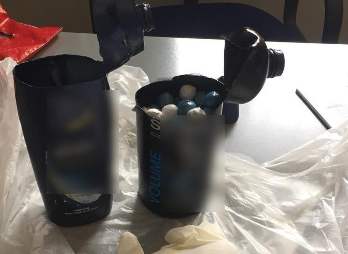 Κρατούμενος έκρυψε σε μπουκάλια σαμπουάν σχεδόν μισό κιλό κάνναβη! [pics] | Newsit.gr