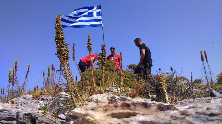 Γιλντιρίμ και Τσαβούσογλου: Τούρκοι κομάντο κατέβασαν την ελληνική σημαία από βραχονησίδα! | Newsit.gr