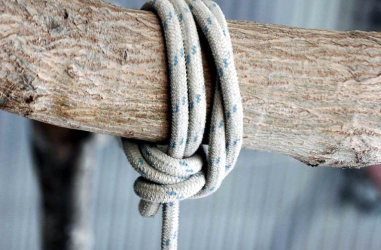 Χανιά: Αυτοκτόνησε νεαρή μητέρα δύο παιδιών – Έφτιαξε θηλιά με το σεντόνι
