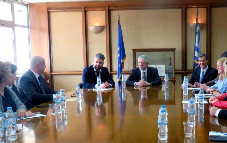 Συνάντηση Κοντονή – συμβολαιογράφων για τους ηλεκτρονικούς πλειστηριασμούς | Newsit.gr