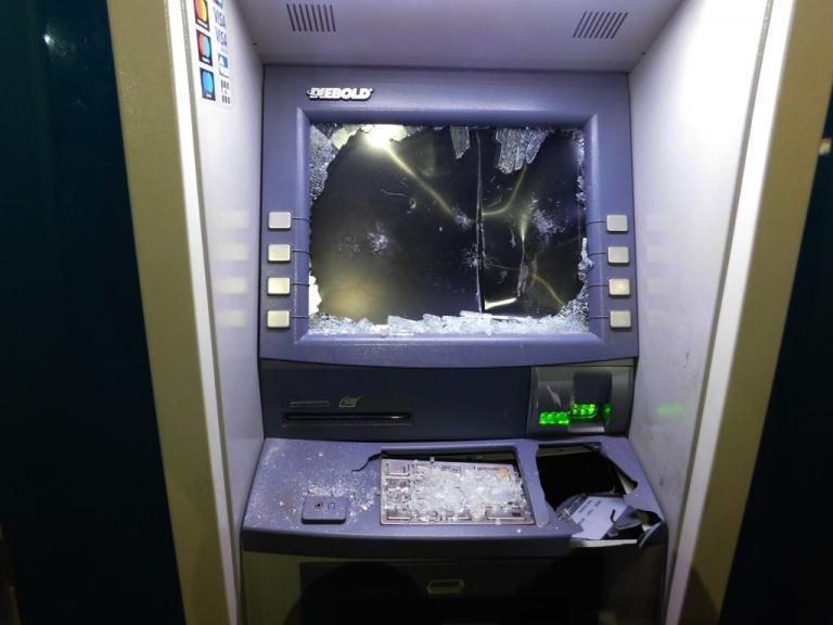 Ανατίναξαν ATM στην εθνική οδό αλλά έφυγαν… με άδεια χέρια!   Newsit.gr