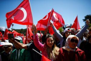 """Εκλογές στην Τουρκία: Αυτά είναι τα δέκα κόμματα που ρίχνονται στη """"μάχη"""""""